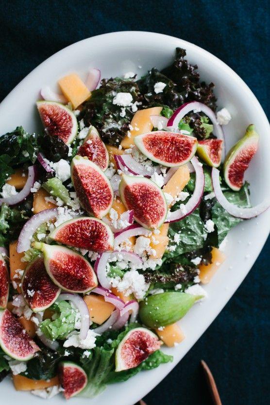 Salade aux figues, melon, oignons rouges, feta et vinaigrette crémeuse aigre douce citron miel et vinaigre de champagne