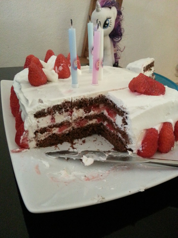 layer cake chocolate strawberry
